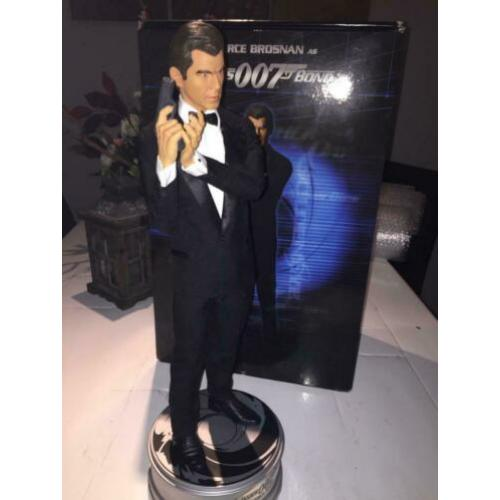 Sideshow James bond pierce Brosnan Premium format statue.